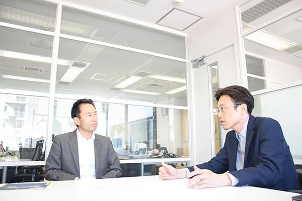 株式会社ソフィアの平井豊康と築地健